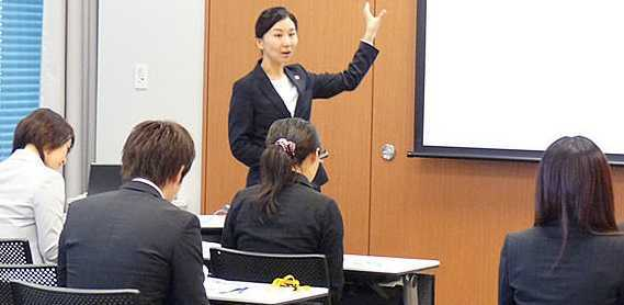 日本調剤柏の葉公園薬局(薬剤師の求人)の写真1枚目:充実した教育研修で未経験の方も安心です