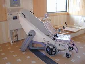 デイサービスセンター「やすらぎの丘 桜の家」(介護職/ヘルパーの求人)の写真2枚目:機械浴などのケアしやすい環境が整っています