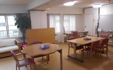 看護小規模多機能型居宅介護 桜ケア(管理職(介護)の求人)の写真:広々とした共有スペースです。