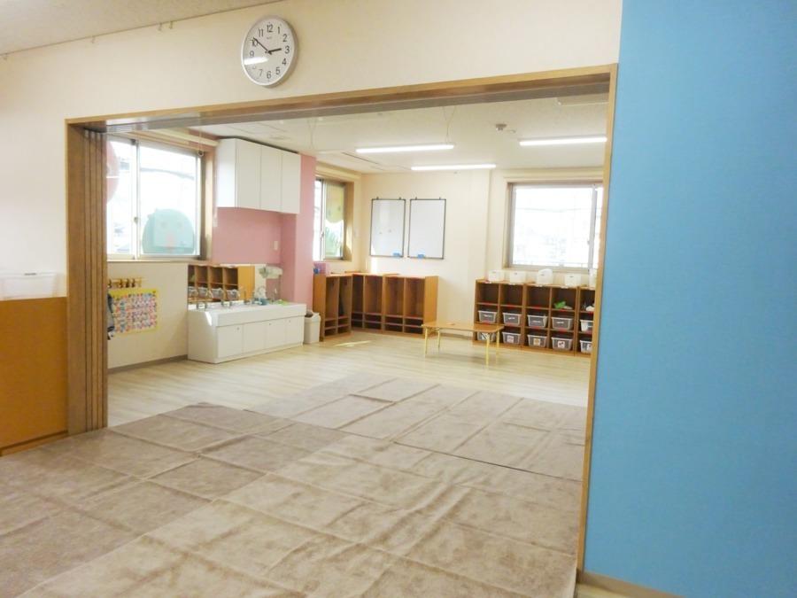 HOPPA妙典駅(保育士の求人)の写真2枚目:2歳、3歳クラスのお部屋です♪