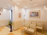 いわきタウン形成外科クリニック(看護師/准看護師の求人)の写真:ゴージャス感のある待合室です