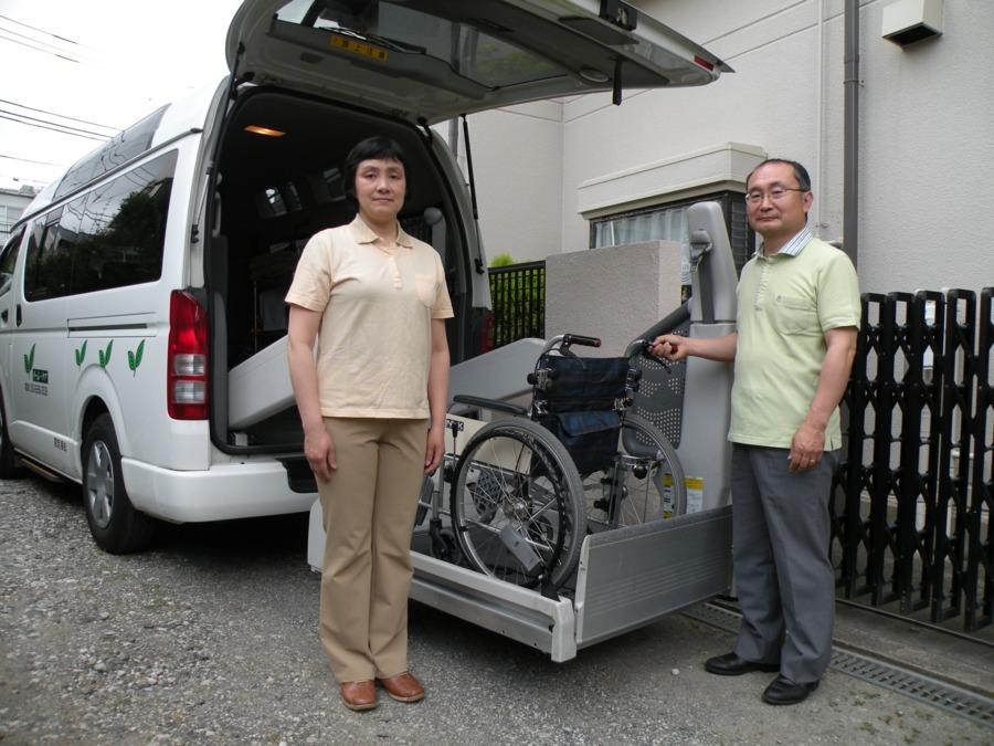 介護タクシー 「りーふ・ケア」の写真1枚目:女性スタッフ活躍中