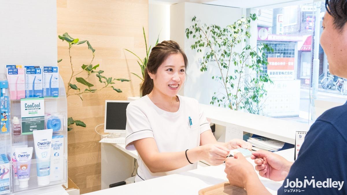 ライフ歯科(歯科助手の求人)の写真:初心者の方も先輩が丁寧にサポートします