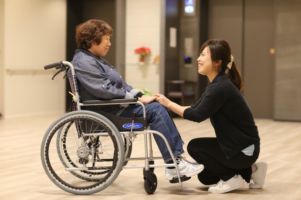 ケアハウス カトレアすずらん台 (看護師/准看護師の求人)の写真:ご利用者様の目線でお話しすることを常に心がけています。