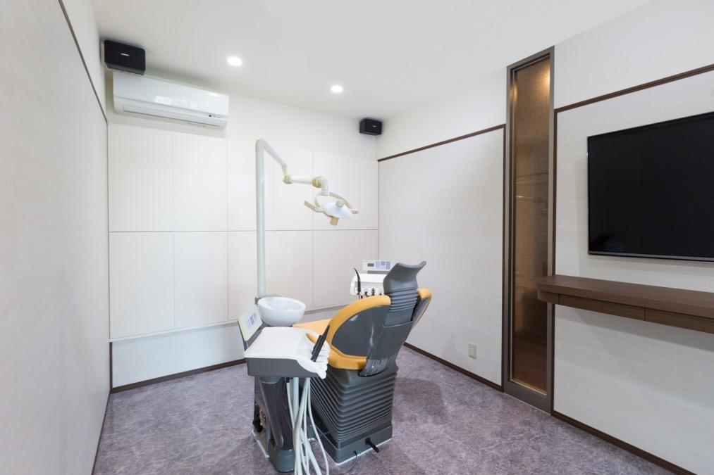 ホワイトブライトデンタルオフィス(歯科医師の求人)の写真7枚目:インプラント専用の手術室です。全身麻酔、セデーションの時に使います。