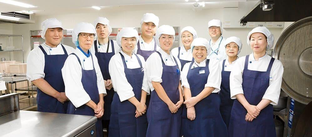 富士産業株式会社 介護老人保健施設リブイン・クローバー内の厨房の写真1枚目:「喜んでいただける食事サービス」の提供に携わりませんか?