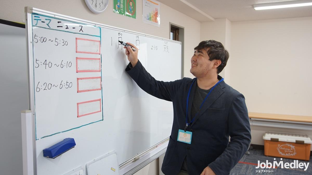 発達改善スクール ハッピーテラス新所沢教室(児童指導員の求人)の写真3枚目:既存の教室で子ども達にふれ合える研修をご用意しています