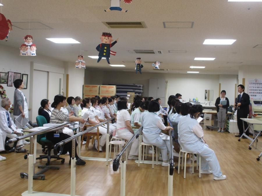 荒川病院(看護助手の求人)の写真:研修風景