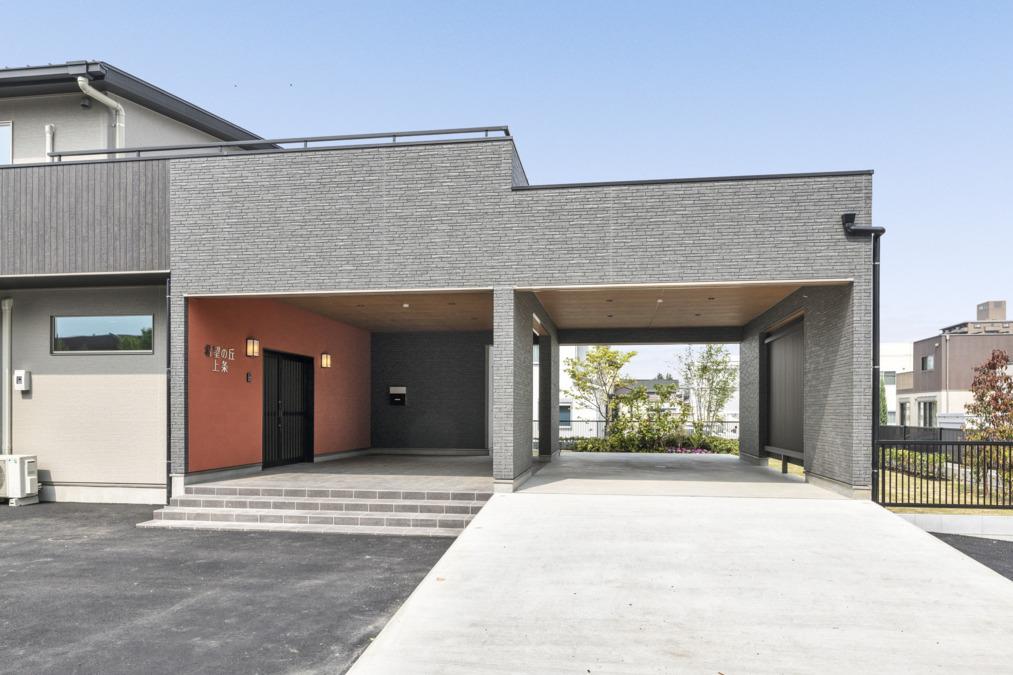 サービス付き高齢者向け賃貸住宅希望の丘 上条(介護職/ヘルパーの求人)の写真:施設玄関