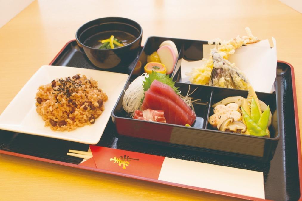 HITOWAフードサービス株式会社 あずみ苑清水公園内の厨房の画像