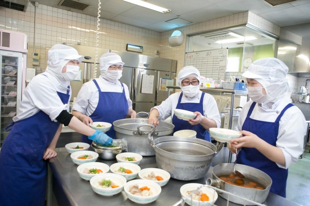 株式会社日本栄養給食協会 県立がんセンター内の厨房の画像