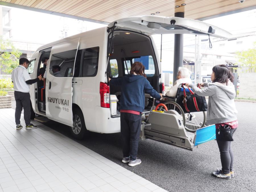 アネシス御影デイケアセンター(介護タクシー/ドライバーの求人)の写真:介護専用車両だからラクラク!ナビ完備で安心です