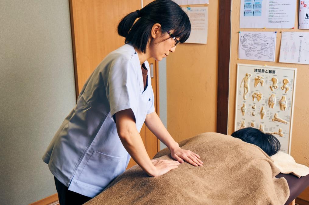 鶴崎鍼灸院(あん摩マッサージ指圧師の求人)の写真2枚目: