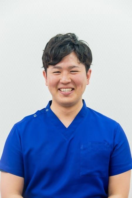 VIVA骨盤整体院 新居浜院(鍼灸師の求人)の写真1枚目:新居浜院の院長です。僕も愛媛県出身です。地元で働きたいとう方、大歓迎です★