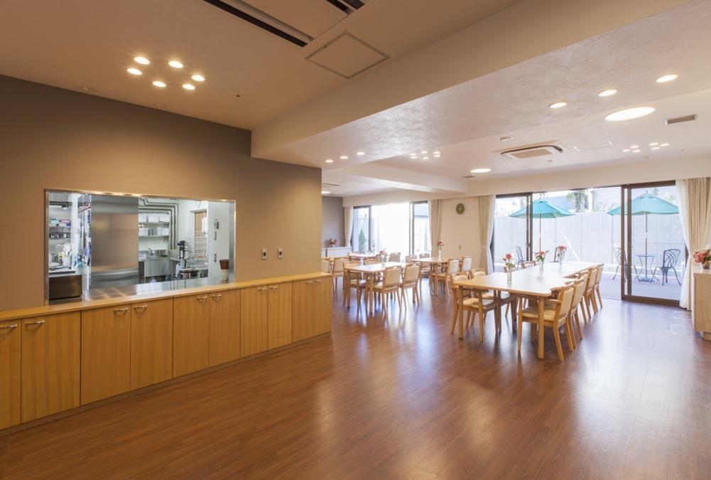 ドーミー戸田公園Levi(管理栄養士/栄養士の求人)の写真1枚目:カウンターキッチンなので明るく、開放感があります。
