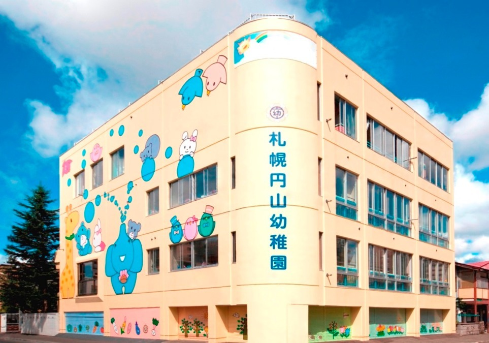 学校法人 愛基学園 札幌円山幼稚園(幼稚園教諭の求人)の写真1枚目:本園の外観です♪