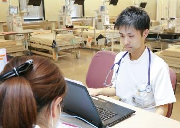 茨木医誠会病院(臨床工学技士の求人)の写真:職場の雰囲気は非常に明るく、些細なことでも相談できます。