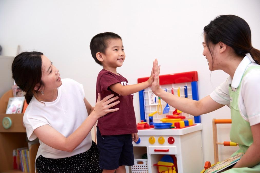 医療法人栄知会 小野歯科医院(保育士の求人)の写真1枚目:保育士スタッフは、キッズルームで患者様やドクターのお子様をお預かりします。