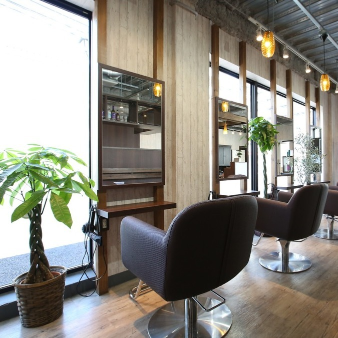Bice小岩の写真1枚目:セット面7席、明るい広々店内