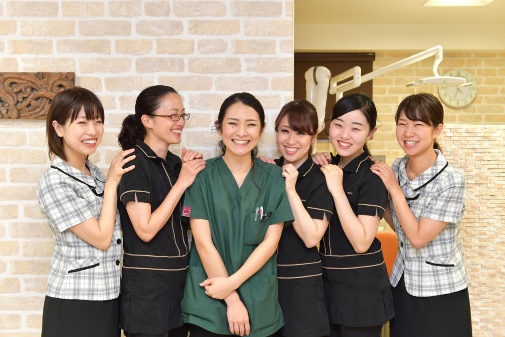 医療法人社団MIC 南烏山IS歯科クリニック(医療事務/受付の求人)の写真:スタッフにも丁寧に接する理事長は女性の働きやすさを大切にしています。