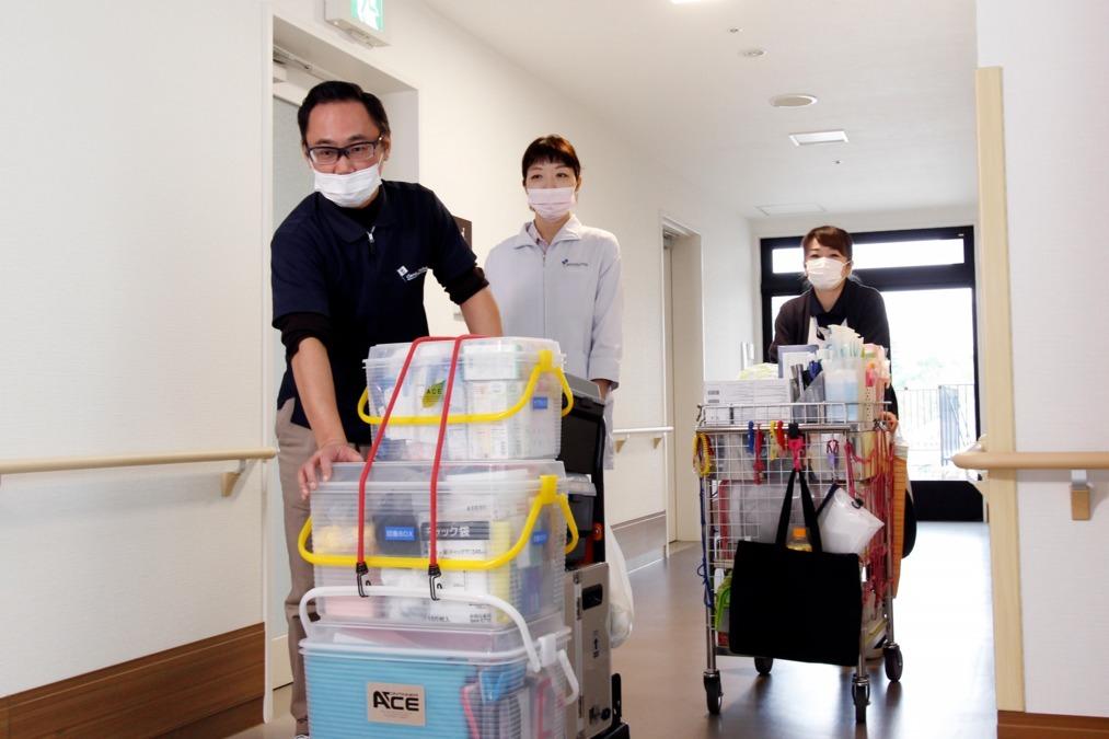 わかば歯科医院(歯科医師の求人)の写真:歯科医師、歯科衛生士、ケアアシスタントの体制で訪問します