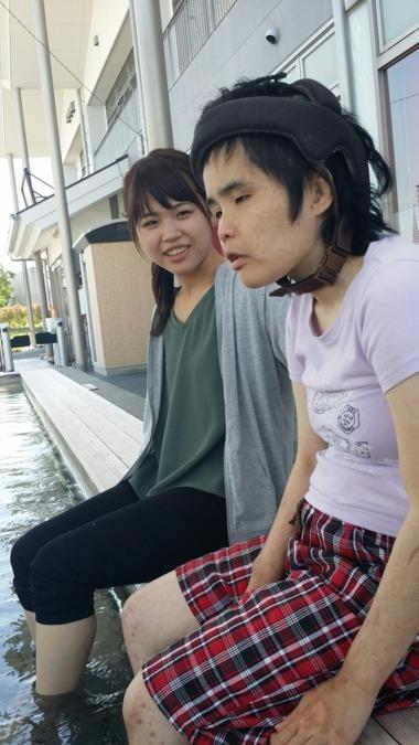 生活介護 コアラハウス(生活支援員の求人)の写真:あ、熱かったかな… でも、このあと素敵な笑顔が見られました(^^)