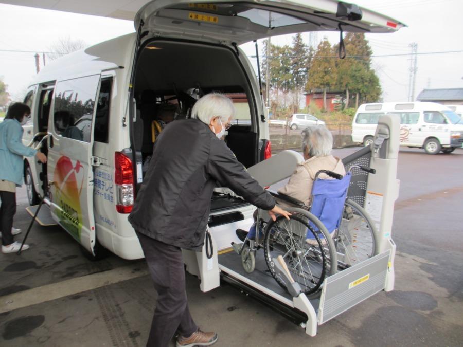 高齢者福祉施設薬師の郷(介護タクシー/ドライバーの求人)の写真1枚目: