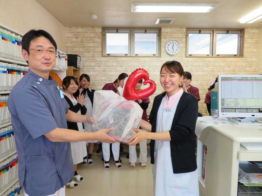 医療法人オカダ歯科クリニックの写真:職員の笑顔が当院の「売り」です。職員の満足度を高めることを重要視します!!