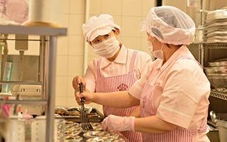 株式会社ナリコマエンタープライズ 介護福祉施設グランリーフ内の厨房の画像