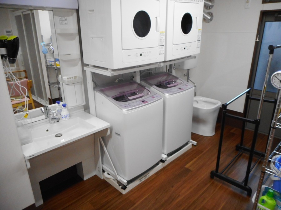 アットホーム七夢郡本【2018年11月01日オープン】の写真14枚目:洗濯機、乾燥機、汚物処理室です。