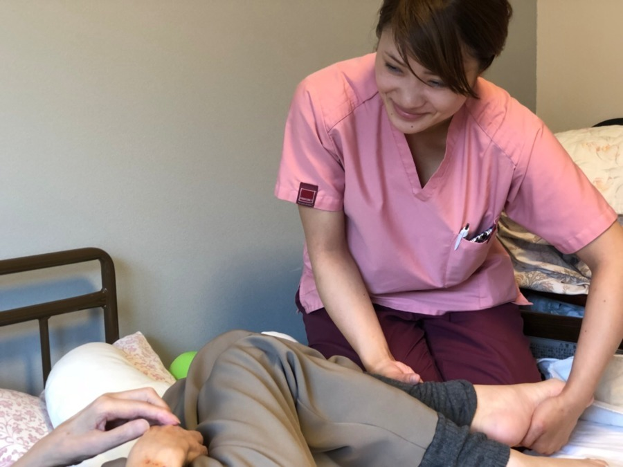 アイリス治療院 箕面院(鍼灸師の求人)の写真1枚目:いつも丁寧に施術を行います。