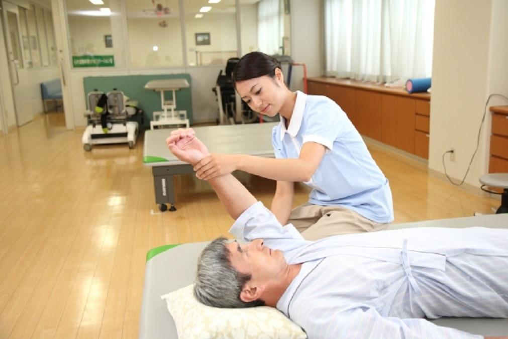 訪問医療マッサージ GENKI SUN 横浜天王町【2021年春オープン】(あん摩マッサージ指圧師の求人)の写真:おひとりおひとりの状態に合わせて施術を行います。
