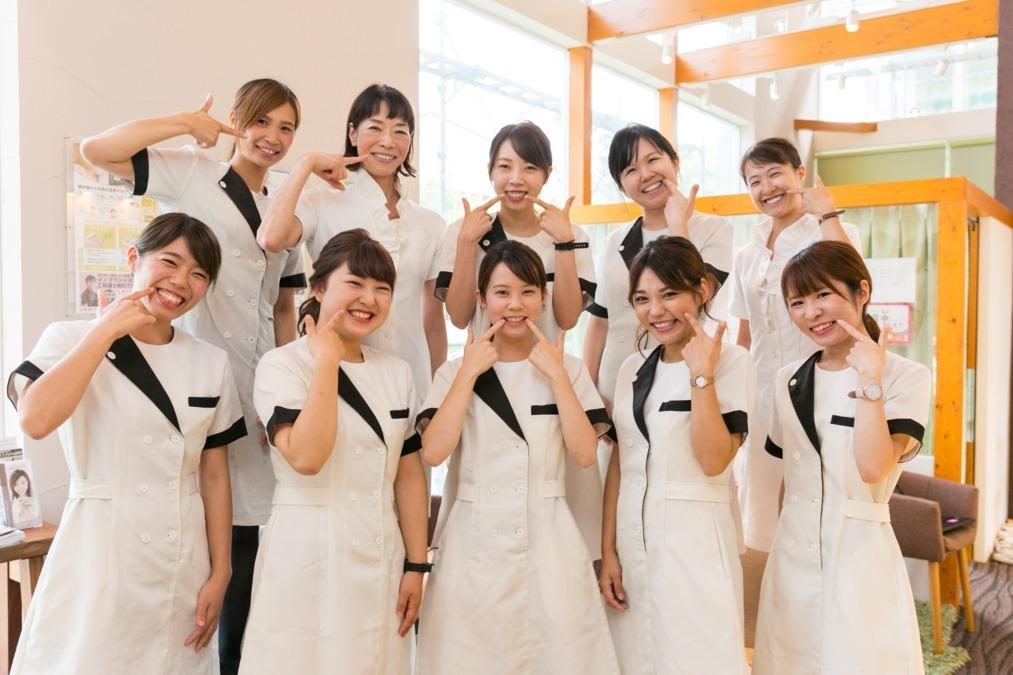 医療法人隆歩会あゆみ歯科クリニック松井山手(歯科衛生士の求人)の写真1枚目:個性豊かなたくさんのスタッフがあなたをお待ちしております