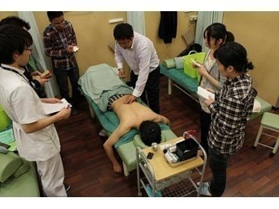 げんき堂整骨院 ウニクス高崎(整体師/セラピストの求人)の写真7枚目:鍼灸勉強会では経験豊富な講師から、より実践的な技術・知識・マインドが学べます
