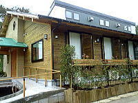 グループホーム夢楽の園(介護職/ヘルパーの求人)の写真1枚目:千葉県産の杉を使用した板倉造りの建物です
