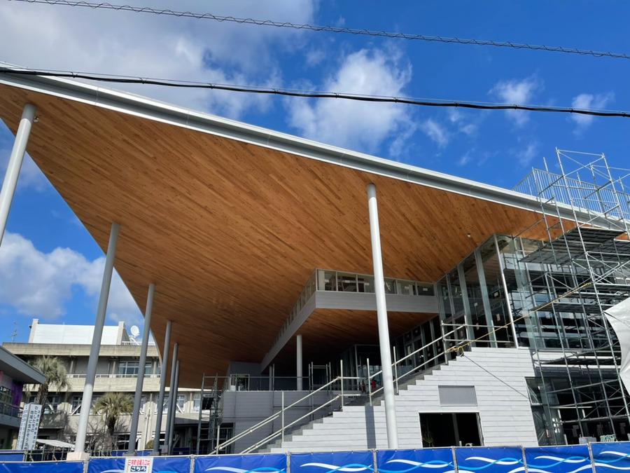三宅町学童保育クラブの写真1枚目:三宅町に新設された複合施設「MiiMo」の建設中の画像!現在は完成しています。