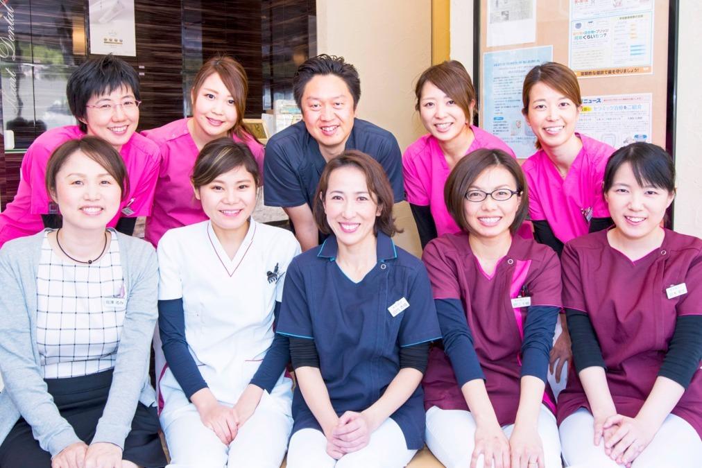 ハートデンタルクリニック(歯科医師の求人)の写真1枚目:全体の集合写真