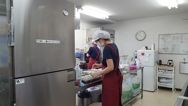 共創未来メディカルケア株式会社(管理栄養士/栄養士の求人)の写真:清潔で明るい厨房です