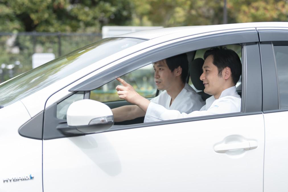 医療法人隆樹会 いつきクリニック【2021年04月01日オープン】(看護師/准看護師の求人)の写真1枚目:往診車を運転し医師と同行し患者さん宅へ伺います
