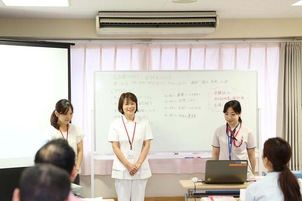 横浜病院(看護助手の求人)の写真:実務者研修を院内で受けられるので、働きながら資格が取得できます。