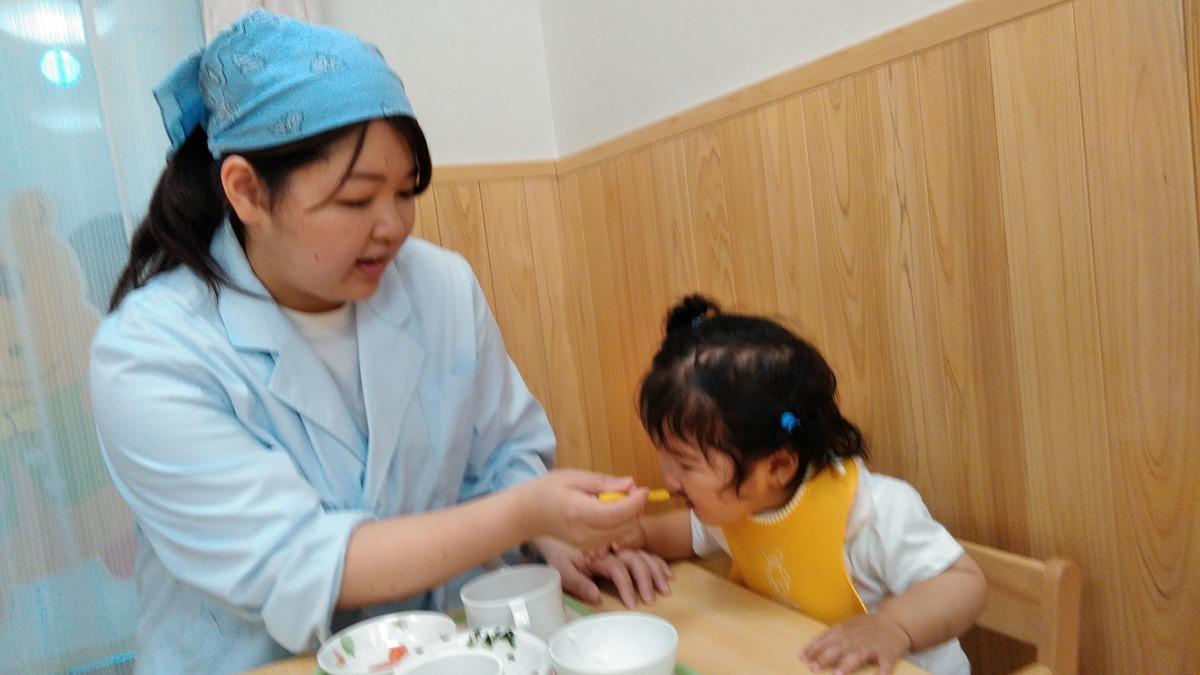 杉並井荻雲母保育園(管理栄養士/栄養士の求人)の写真1枚目:「〇〇先生が作ったごはんおいしいね☆」 名前で呼ばれて感想をもらえるんです♪