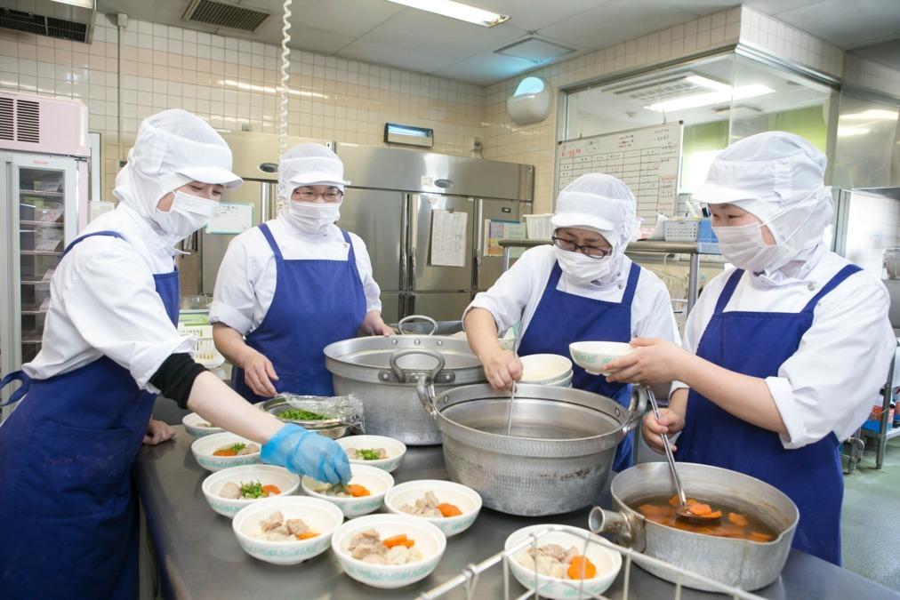 株式会社日本栄養給食協会 県立岡本台病院内の厨房の画像