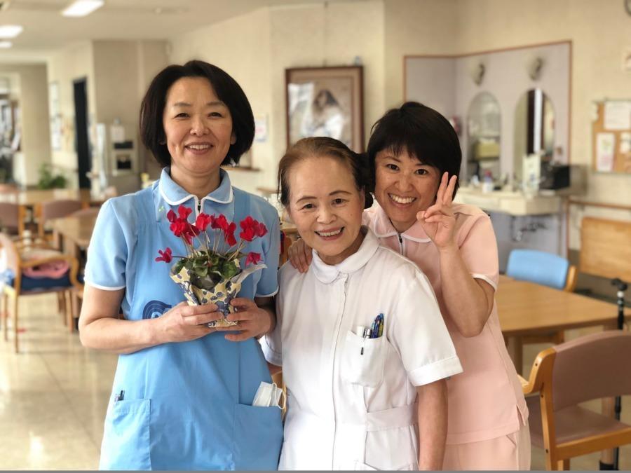 デイサービスセンターけいあいの里(看護師/准看護師の求人)の写真:看護職員は基本二人体制で勤務して頂きますので、とても心強いですよ👌