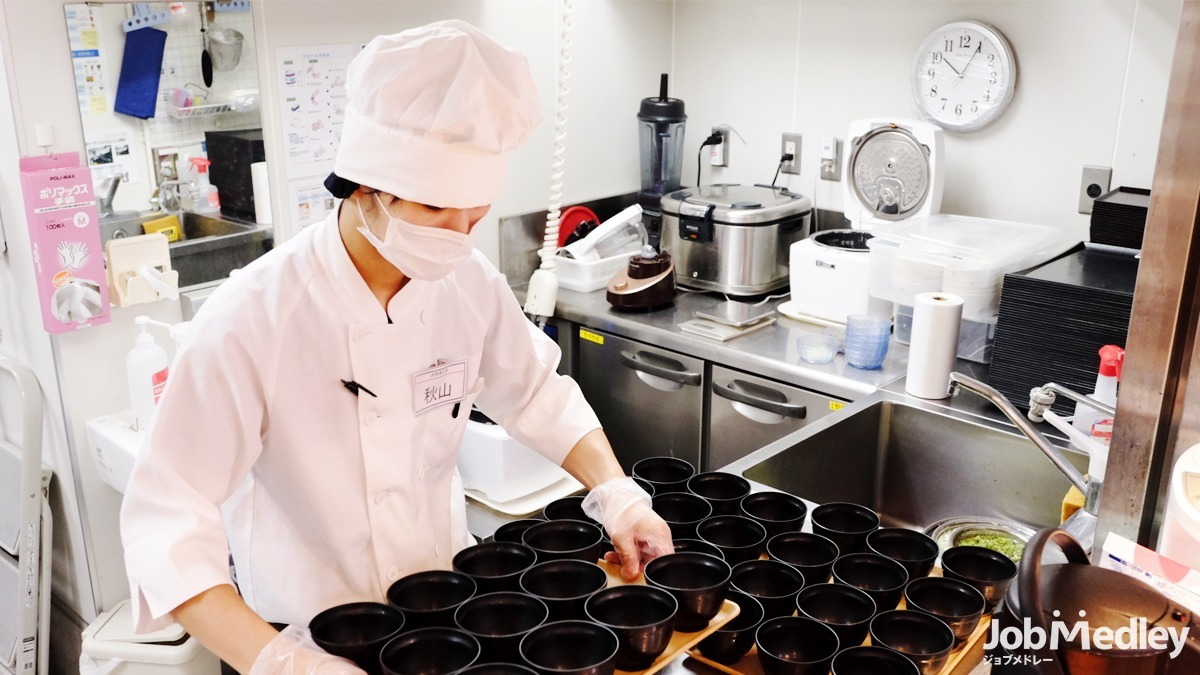 ドーミーときわ台(管理栄養士/栄養士の求人)の写真:カウンターキッチンでお客様の表情を見ながらお仕事ができます