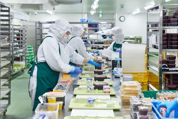株式会社第一食品 大阪労災病院サテライトキッチン内の厨房の画像