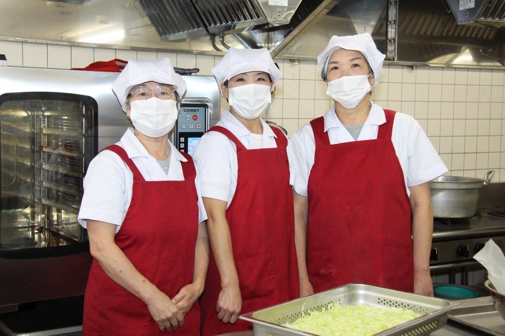 アルプスの杜さがみ(管理栄養士/栄養士の求人)の写真:【スタッフの様子】 グループ内施設の厨房スタッフの写真です
