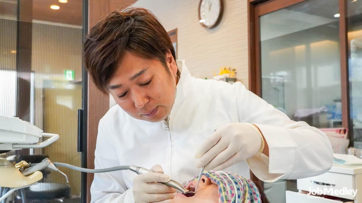 那須歯科医院(歯科医師の求人)の写真1枚目:幅広く経験を積むことができます