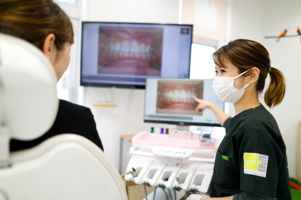 医療法人社団永和会 西院デンタルクリニック(歯科衛生士の求人)の写真1枚目:様々な画像ソフトを使って患者さんとコミュニケーションできます。