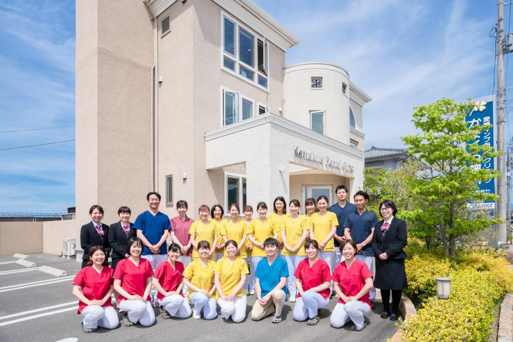 愛媛インプラントクリニックかまくら歯科(歯科助手の求人)の写真:約30名ほどのスタッフで様々な診療を行います。