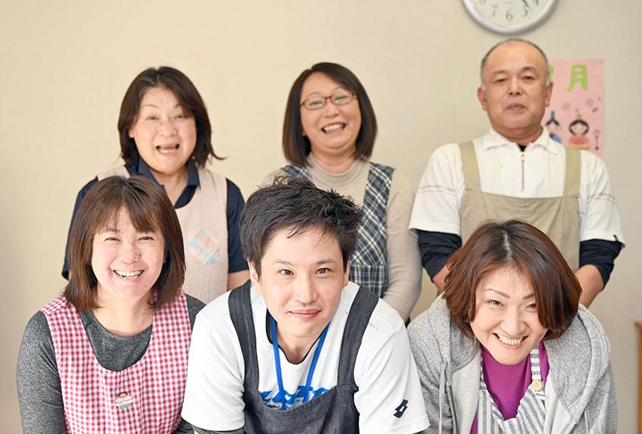 住宅型有料老人ホーム ハッピーニューライフ市川北方(介護職/ヘルパーの求人)の写真1枚目:職場のチームワークを大切にしています。